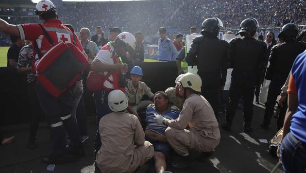 Massenpanik vor Stadion in Honduras: Mehrere Tote (Bild: AP)