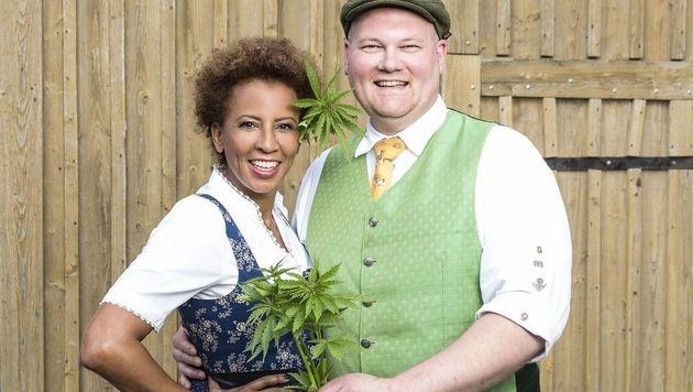 Arabella Kiesbauer mit Hanfbauer Matthias (Bild: ATV)
