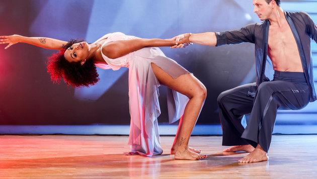 "Ana Milva Gomes barfuß im ""Dancing Stars""-Finale (Bild: ORF)"