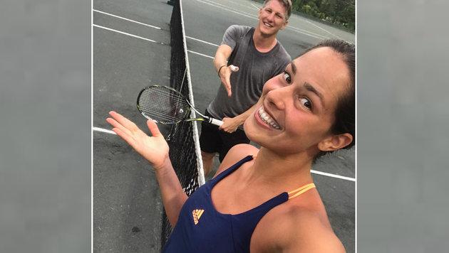 """""""Ratet mal, wer gewonnen hat"""" - Ana Ivanovic erteilte Bastian Schweinsteiger wohl eine Lehrstunde. (Bild: facebook.com)"""