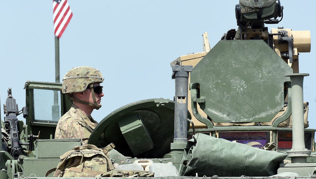 Österreich lässt Hunderte US-Panzer durchrollen (Bild: AFP)