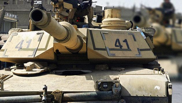 Österreich lässt Hunderte US-Panzer durchrollen (Bild: AFP/MARWAN NAAMANI)