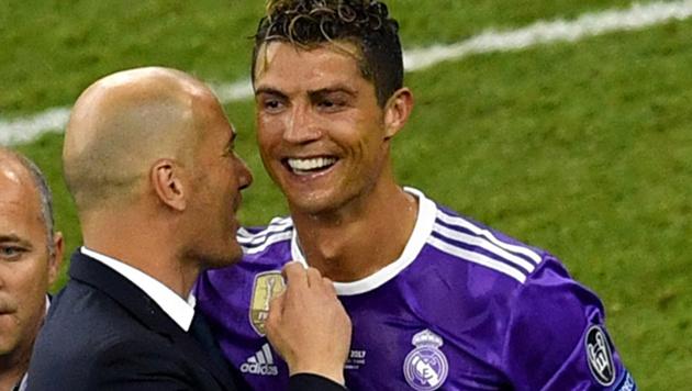 Zidane (links) mit Ronaldo (Bild: AFP)