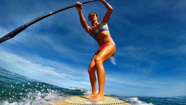 US-Ski-Star Julia Manucso kann es auch mit dem Surfbrett. (Bild: instagram.com)