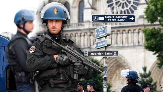 Polizei stoppt Hammer-Angreifer vor Notre-Dame (Bild: AFP)