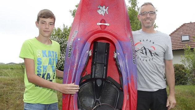 Held Lorenz Luger (13) mit seinem geretteten Vater Markus Grünseis (Bild: Pressefoto Scharinger © Daniel Scharinger)