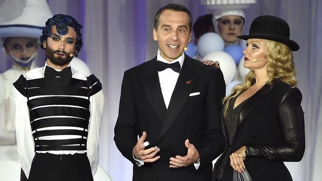 Conchita und Verena Scheitz mit Christian Kern (Bild: APA/HANS PUNZ)