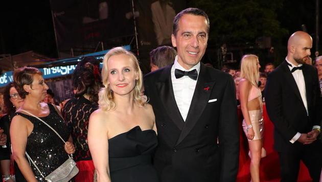 Christian Kern mit Ehefrau Eveline Steinberger (Bild: Starpix/Alexander TUMA)