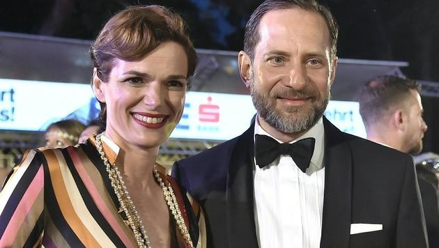Frauenministerin Pamela Rendi-Wagner und ihr Ehemann Michael (Bild: APA/HANS PUNZ)