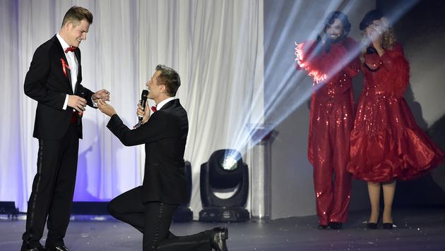 Es gab auch einen Heiratsantrag auf der Bühne. (Bild: APA/HANS PUNZ)