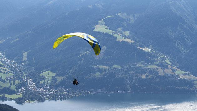 Das Sonnen-Wochenende nutzten auch Flugsportler - am Attersee musste eine Pilotin notlanden (Bild: Melanie Hutter)