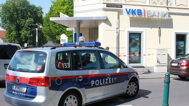 Die VKB-Filiale in der Linzer Zeppelinstraße wurde überfallen (Bild: Kronen Zeitung)