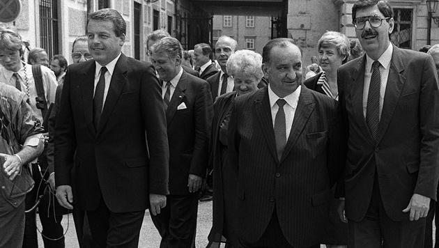 Fred Sinowatz (Mitte) koalierte mit FP-Chef Norbert Steger (re.), Vranitzky (li.) beendete Rot-Blau. (Bild: APA)