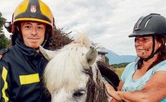 Die Rettung klappte: Stefan  Jakolitsch, â01EMontiâ01C und Barbara. (Bild: Markus Tschepp)