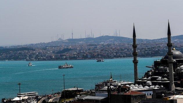 Plankton färbt Wasser des Schwarzen Meers türkis (Bild: AFP/Bulent Kilic)