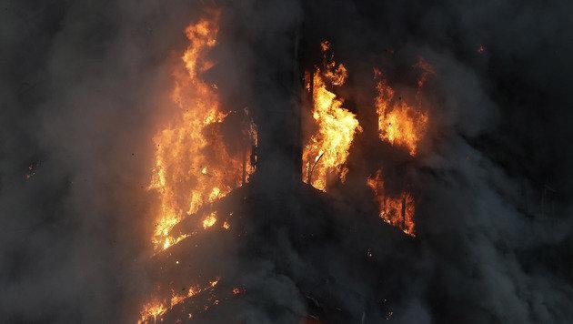 Hochhaus-Inferno: Hunderte Tote befürchtet (Bild: AP)