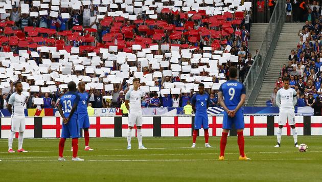 Französische Fans sorgen für Gänsehaut-Moment (Bild: AP)