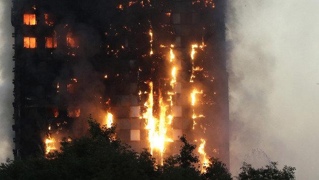 Hochhaus-Inferno: Hunderte Tote befürchtet (Bild: Mischa Saag)