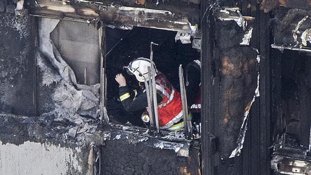 Augenzeuge fing aus Fenster geworfenes Baby auf (Bild: AP)