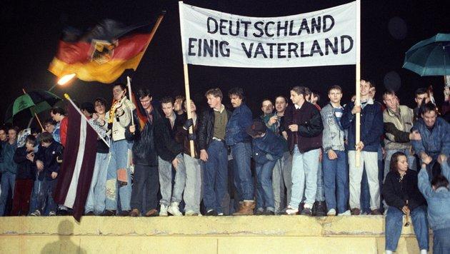 Am 9. November 1989 fiel die Berliner Mauer endgültig. (Bild: dpa/A9999 DB dpa)