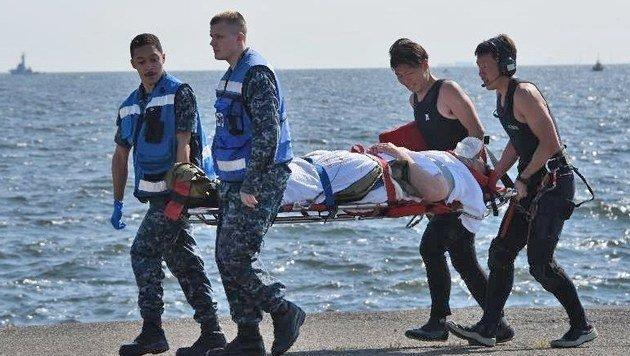 US-Zerstörer kollidiert mit Frachter: 7 Tote (Bild: EPA)