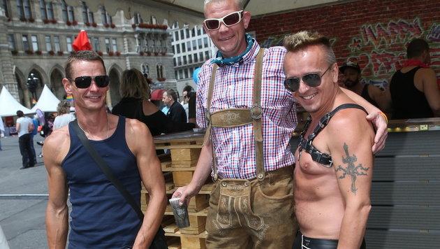 Kunterbuntes Treiben bei Wiener Regenbogenparade (Bild: Peter Tomschi)