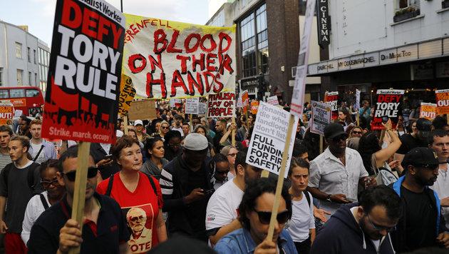 Demos gegen May und ihre Regierung (Bild: AFP)