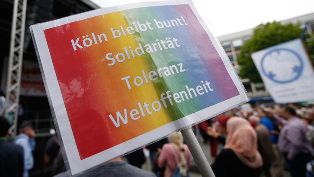 """Nicht einmal 300 Muslime bei Anti-Terror-""""Marsch"""" (Bild: AFP)"""