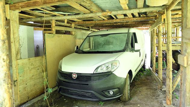 Der fast neue Fiat Doblo, wie ihn die Täter zurückließen (Bild: Sobe Hermann)
