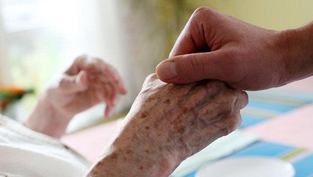 Was bringt die Abschaffung des Pflegeregresses? (Bild: APA/dpa/Oliver Berg)