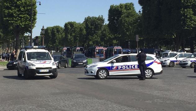 Die Champs-Elysees wurde evakuiert. (Bild: AP)