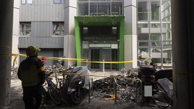 So sieht es nach Inferno im Londoner Hochhaus aus (Bild: AP)