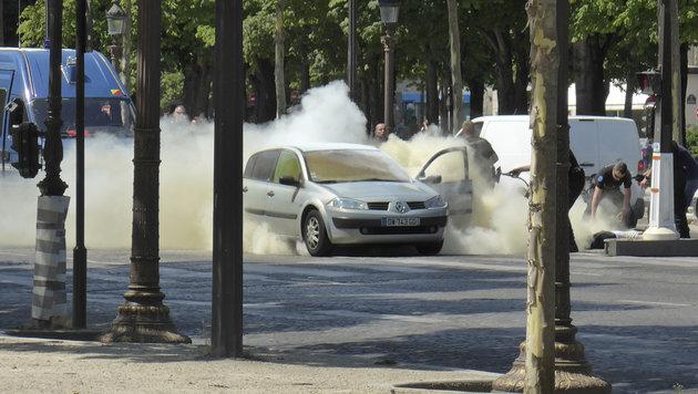 Auto-Attacke auf Pariser Polizei: Islamist getötet (Bild: AP)