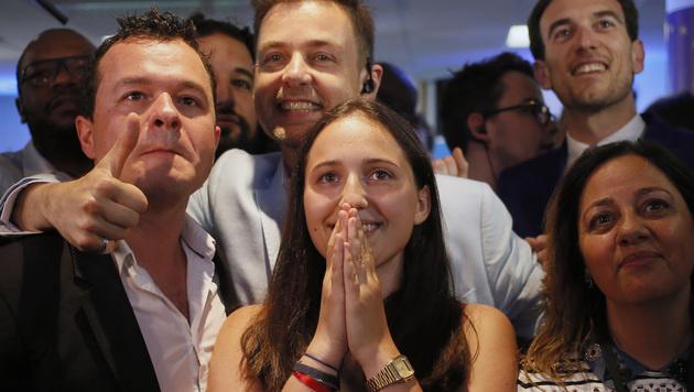 Mitglieder von La Republique en Marche feiern den Wahlerfolg. (Bild: AP)