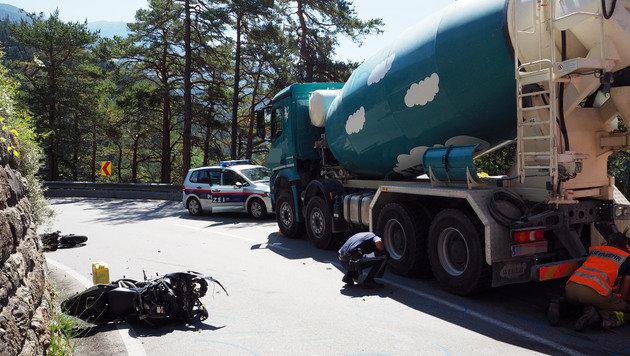 Motorradfahrer (37) kracht in Betonmischer - tot! (Bild: zeitungsfoto.at)