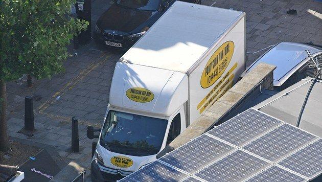 In diesem Lieferwagen raste der Mann in London vor einer Moschee in eine Menschenmenge. (Bild: EPA)