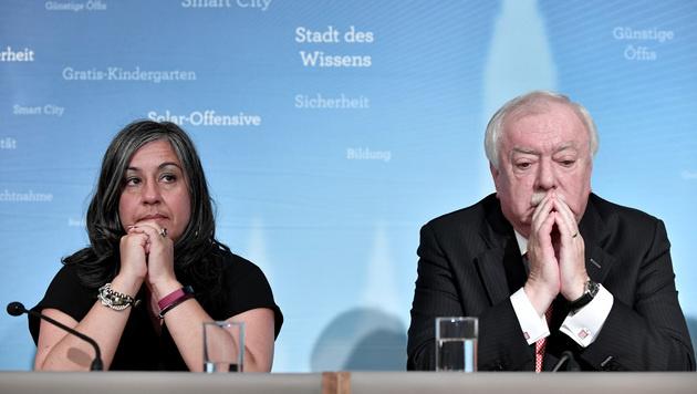 Bürgermeister Häupl (SPÖ) und Vize Vassilakou (Grüne) bei der Präsentation der Mindestsicherung Neu. (Bild: APA/HANS KLAUS TECHT)