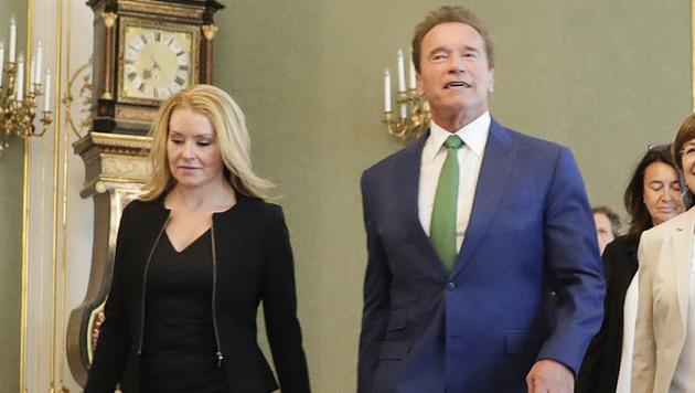 Arnold Schwarzenegger mit Freundin Heather Milligan (Bild: APA/BKA/ANDY WENZEL)