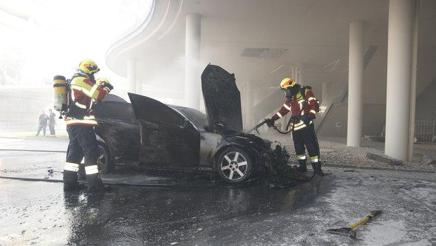 In Summe waren 40 Mann der Feuerwehren Pasching, Hörsching und Hart im Einsatz. (Bild: FF Pasching)