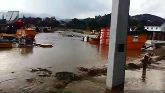 Überflutungen und Feuer durch Gewitter in Kärnten (Bild: facebook.com)