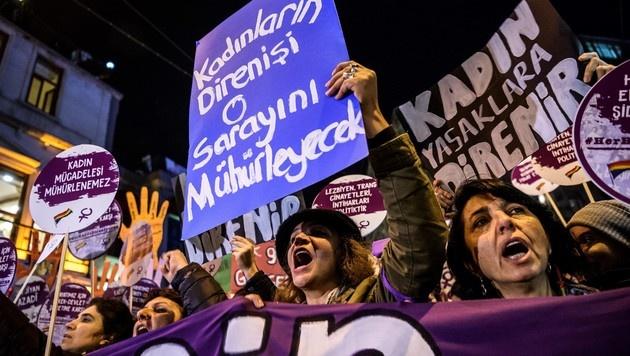 Proteste in Istanbul im November 2016 gegen die zunehmende Gewalt an Frauen. (Bild: AFP)