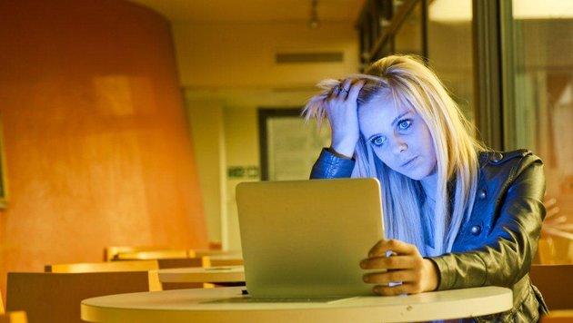 Entdecken Opfer von Cyber-Mobbing bloßstellende Bilder von sich im Internet, ist das verletzend (Bild: Buenos Dias)