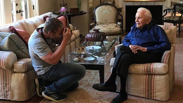 Im Anwesen von Kirk Douglas in Beverly Hills fotografierte Baumann der Hollywoodstar. (Bild: Manfred Baumann)