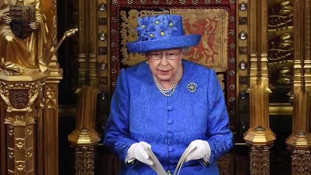 """Thronrede: Briten rätseln über """"EU-Hut"""" der Queen (Bild: AFP)"""
