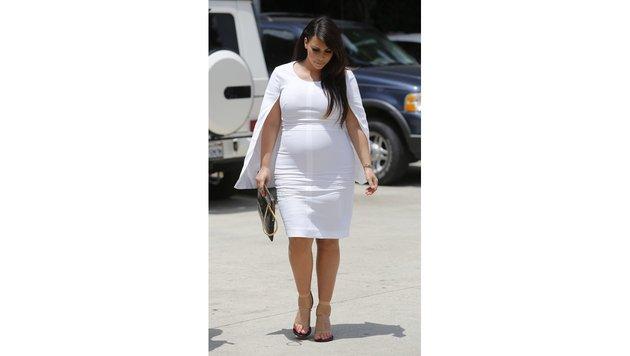Trotz geschwollener Beine verzichtete Kim Kardashian während der Schwangerschaft nicht ... (Bild: Viennareport)