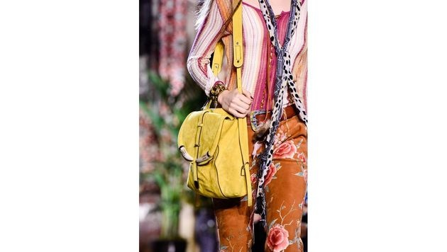 Gelbe Tasche von Roberto Cavalli (Bild: www.fashionpps.com)