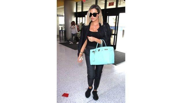 Khloe Kardashian führt ihre türkise Birkin Bag aus. (Bild: www.PPS.at)
