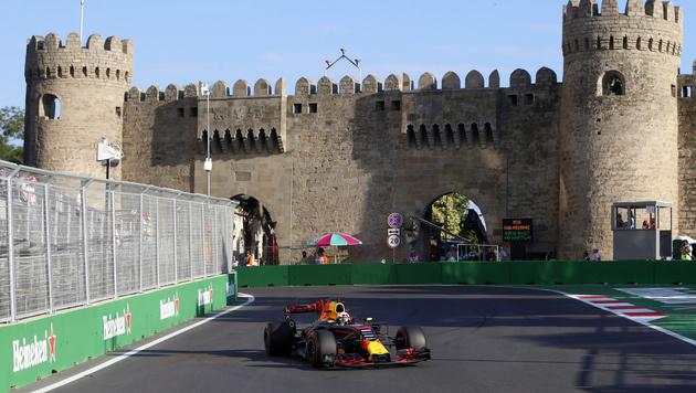 Max Verstappen auch im zweiten Baku-Training voran (Bild: Copyright 2017 The Associated Press. All rights reserved.)