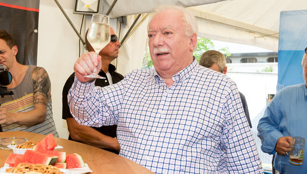 Häupl löschte bei den Wiener Wasser- und Abgasprofis seinen Durscht. (Bild: APA/EXPA/SEBASTIAN PUCHER)