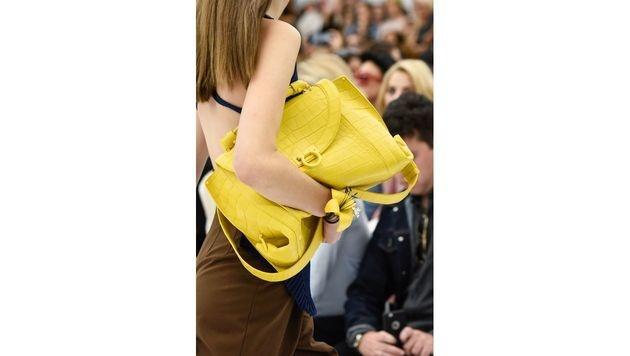 Gelbe XXL-Tasche von Salvatore Ferragamo (Bild: www.fashionpps.com)